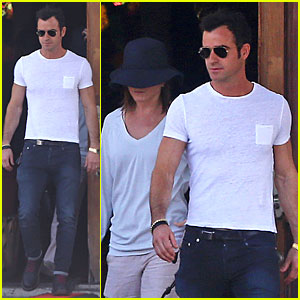 Jennifer Aniston Trades 'Cake' In For Fiance Justin Theroux!