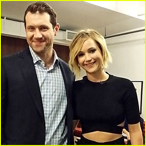 Jennifer Lawrence Bares Her Midriff While Meeting Billy Eichner!