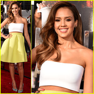 Jessica Alba Shows Off Some Skin at MTV Movie Awards 2014!