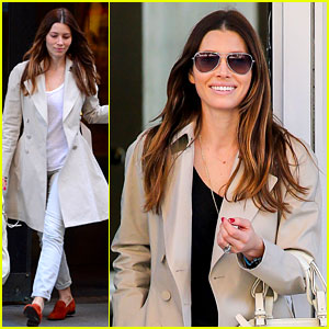 Jessica Biel Is Amazed That People Wear Pajamas at Airports