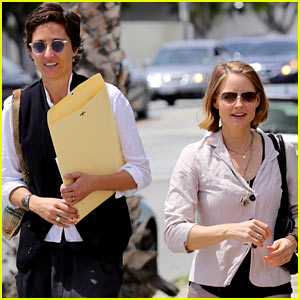 Jodie Foster & New Wife Alexandra Hedison Look Very Happy Together After Surprise Wedding!