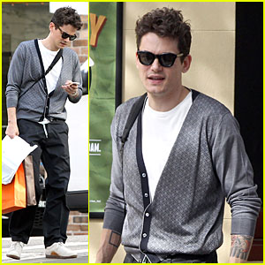 John Mayer is a Multitasking Shopper in Australia!