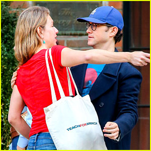 Joseph Gordon-Levitt Meets Up with Female Friend in New York
