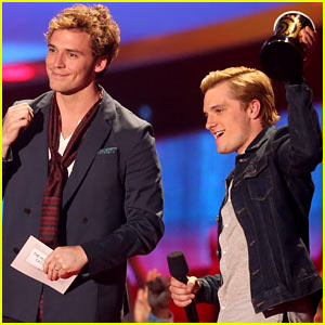 Josh Hutcherson Honors Philip Seymour Hoffman at MTV Movie Awards 2014