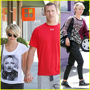 Julianne Hough Doesn't Shy Away From Showing Love for Boyfriend Brooks Laich & Kate Moss!
