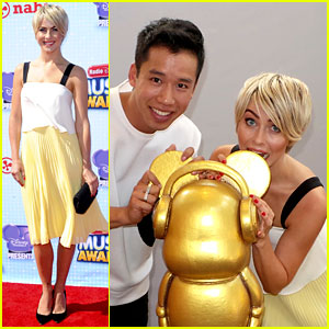 Julianne Hough Bites Mickey's Ear Off at Radio Disney Music Awards 2014!