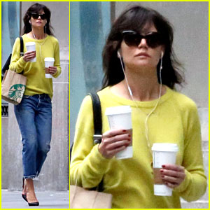 Katie Holmes Brightens Up a Dreary New York City Day