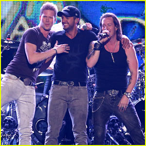 Luke Bryan & Florida Georgia Line Pump Up the Audience with 'This is How We Roll' at ACM Awards 2014! (Video)