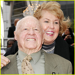 Mickey Rooney's Funeral Delayed Due to Family Fighting