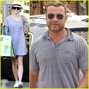 Naomi Watts' Baggy Shirt Dress is Chic for Spring!