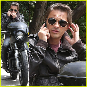 Olivier Martinez Likes to Keep His Phone Conversations Private!