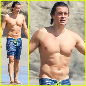 Orlando Bloom Goes Shirtless at the Beach on Easter Sunday!