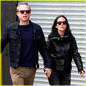 Paul Bettany Holds Jennifer Connelly's Hand Instead of a Cane!