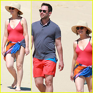 Amy Poehler & Nick Kroll Are Red Hot on Cabo Vacation!