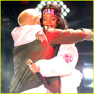 Rihanna & Eminem Perform 'The Monster' at MTV Movie Awards 2014! (Video)