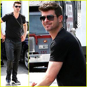 Robin Thicke Wants You to Help Him Win an iHeartRadio Award