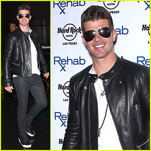 Robin Thicke Doesn't Take His Shirt Off at Vegas Pool Party