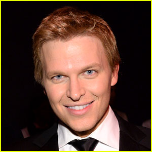 Ronan Farrow's Sinatra-Like Blue Eye Color is Allegedly Fake