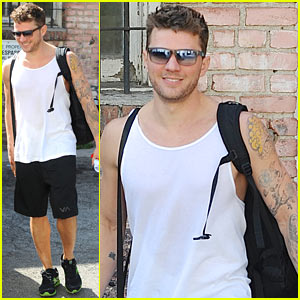 Ryan Phillippe Puts His Tattooed Biceps on Display After His Workout!