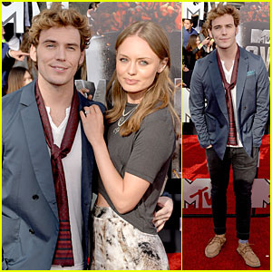 Sam Claflin Brings Lovely Wife Laura Haddock to MTV Movie Awards 2014!