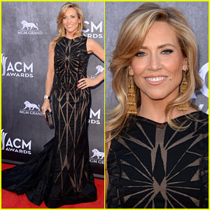Sheryl Crow Looks Perfectly Pretty at the ACM Awards 2014