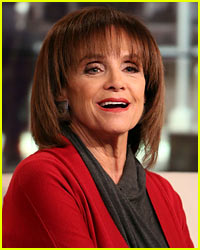 Valerie Harper Clarifies 'Absolutely Cancer Free' Comment