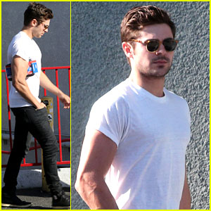 Zac Efron Bares His Toned Arms While Shopping for Guitars!