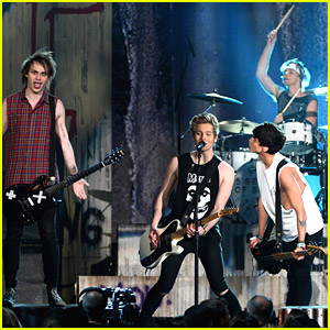 5 Seconds of Summer Perform 'She Looks So Perfect' at Billboard Music Awards 2014 (Video)