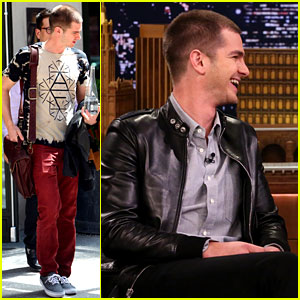 Andrew Garfield Sings 'Spider-Man' Theme & You Must Watch!