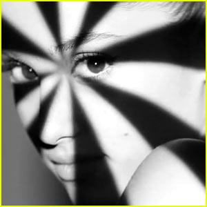 Ariana Grande & Iggy Azalea Get in Grayscale for 'Problem' Lyric Video - Watch Now!