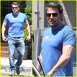 Ben Affleck Proudly Flaunts His Buff Body in Tight Blue Tee!