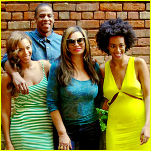 Beyonce, Jay Z, & Solange Smile Wide in New Family Photo!