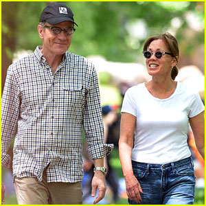 Bryan Cranston & Wife Spend Memorial Day in Central Park!