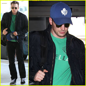 Captain America Takes Flight! Chris Evans Flies Out of Town Looking Fine