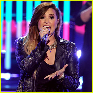 Demi Lovato Performs with 'American Idol' Girls - Watch Now!
