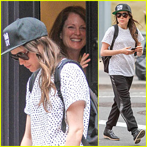 Ellen Page & Julianne Moore Build Chemistry For 'Freeheld'!
