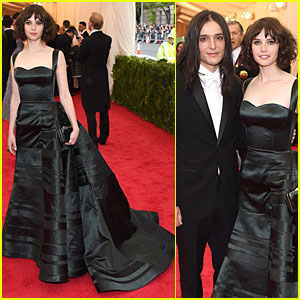 Felicity Jones Looks Amazingly Classy at Met Ball 2014