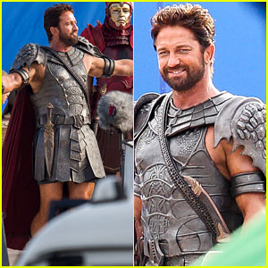 Gerard Butler Gets God-Like on the 'Gods of Egypt' Set
