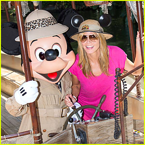 Heidi Klum & Mickey Mouse Navigate the Jungle Cruise at Disneyland!