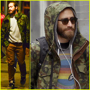 Jake Gyllenhaal Doesn't Let the Rain Ruin His Day!