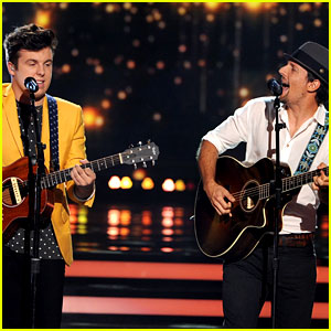 Jason Mraz Joins Alex Preston for 'Idol' Finale Performance!