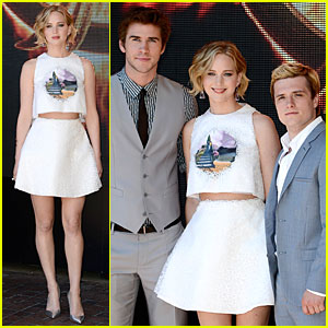 Jennifer Lawrence Flashes Midriff at 'Mockingjay Part 1' Cannes Photo Call!
