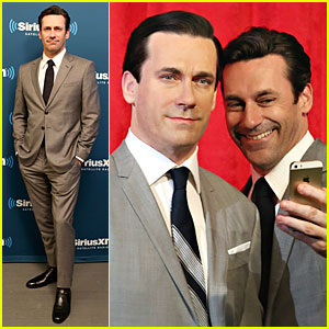 Jon Hamm Takes a Happy Selfie with his Don Draper Wax Figure!