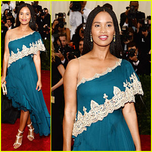 Joy Bryant Shows Off Her Shoulder at Met Ball 2014!