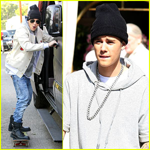 Justin Bieber Holds Onto Van While Riding a Skateboard! (Video)
