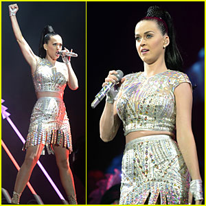 Katy Perry Bares Midriff in Shimmering Outfit at Radio 1's Big Weekend!
