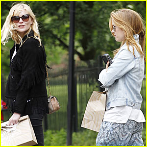 Kirsten Dunst & Isla Fisher: 'Bachelorette' Buddies Do Some Shopping Together!