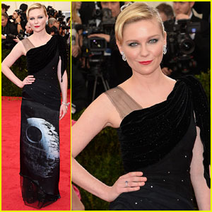 Kirsten Dunst is Out of This World on Met Ball 2014 Red Carpet