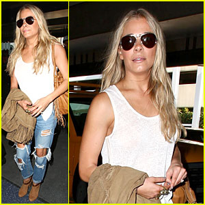 LeAnn Rimes Jets to Nashville For Christmas Recording!