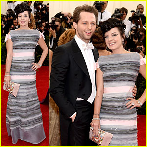 Lily Allen Perfectly Blends Grey & Pink at Met Ball 2014